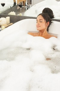 Use all 5 Senses For A More Relaxing Bath